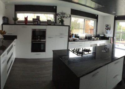 cuisine-laque-blanc-plan-granit-400x284