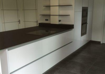 cuisine-plan-compact-noir-blanc-400x284