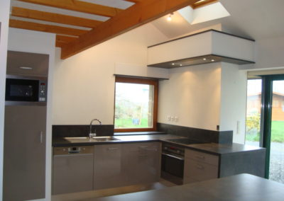 cuisine-taupe-noir-moderne-400x284